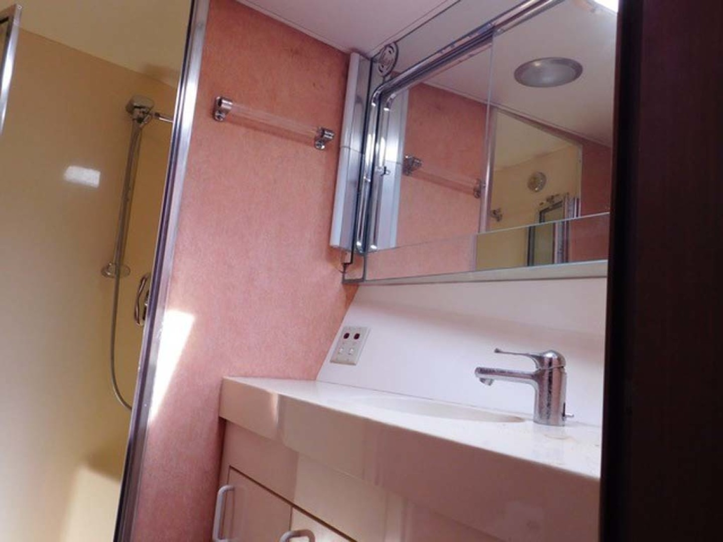 Hatteras-Sportfish 1990-Spindrift North Palm Beach-Florida-United States Guest Head And Shower-1420044 | Thumbnail