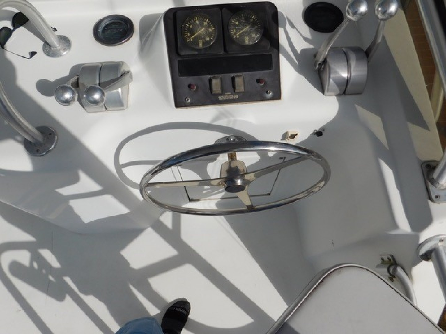 Hatteras-Sportfish 1990-Spindrift North Palm Beach-Florida-United States Back Down And Docking Controls Aft Starboard Side-1420008 | Thumbnail