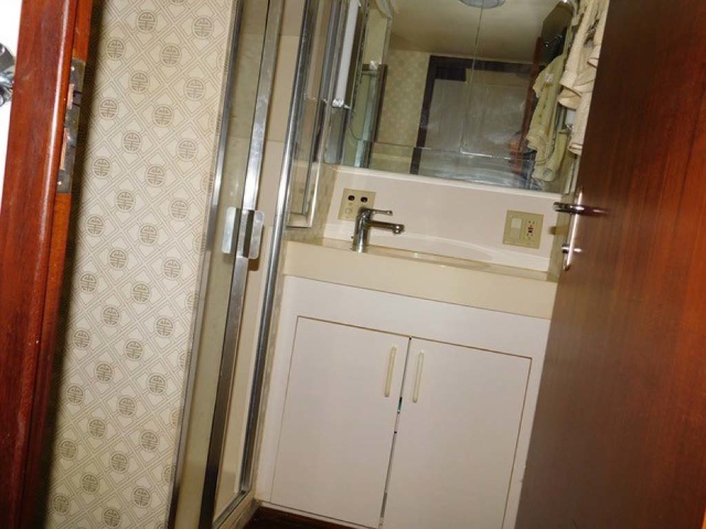 Hatteras-Sportfish 1990-Spindrift North Palm Beach-Florida-United States Guest Shower And Head-1420042 | Thumbnail