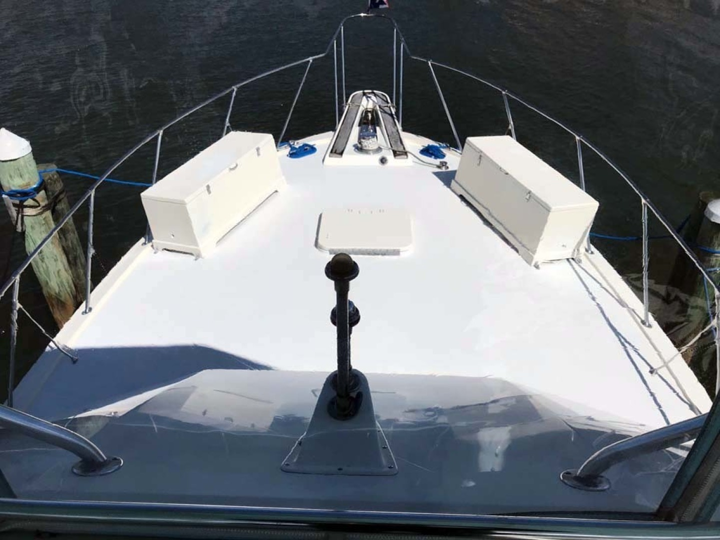 Hatteras-37 Convertible 1981-Reel Development Vero Beach-Florida-United States-Foredeck-1347822 | Thumbnail