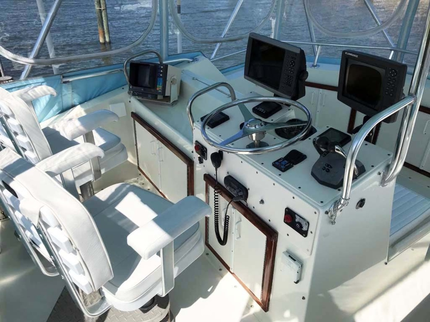 Hatteras-37 Convertible 1981-Reel Development Vero Beach-Florida-United States-Helm Area-1347832 | Thumbnail