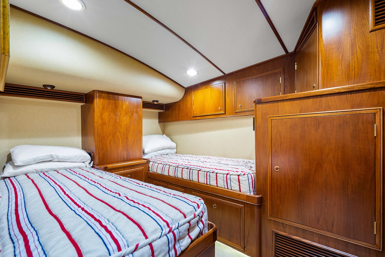 Garlington-Convertible 2003-Reel Lax Jupiter-Florida-United States-Port Guest Stateroom-1349046 | Thumbnail
