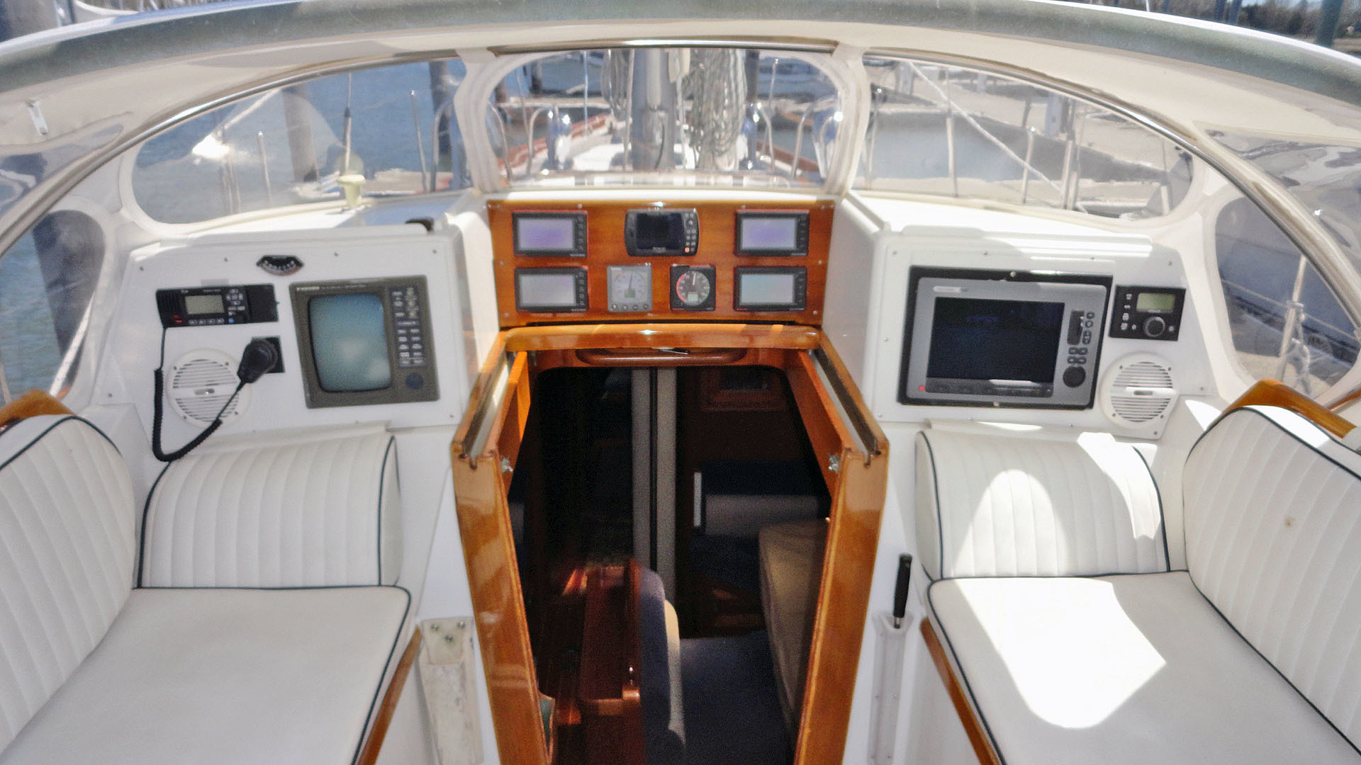 Little Harbor-54 1995-LA DIFFERENCE Branford-Connecticut-United States-Forward Cockpit-1400159 | Thumbnail