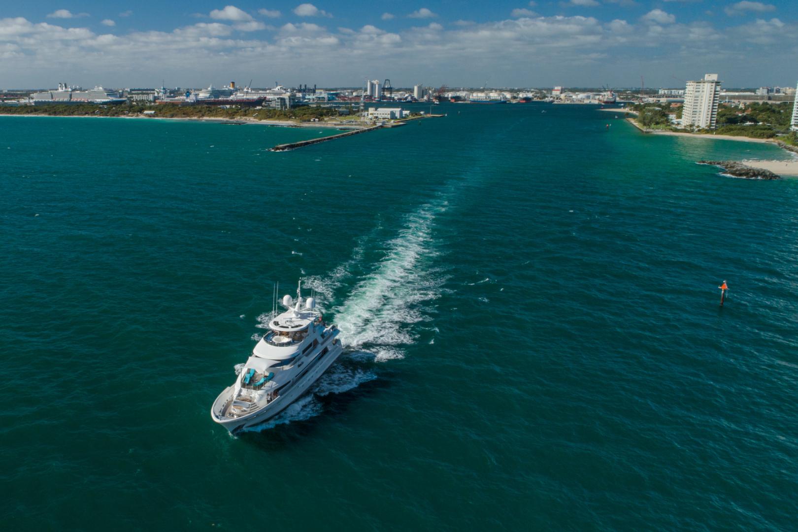 Westport-Westport 40 meter 2011-NINA LU Miami-Florida-United States-Aerial Running -1354303 | Thumbnail