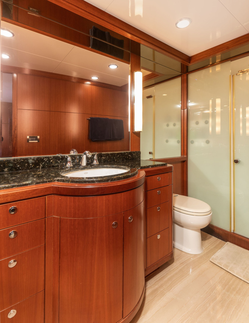 Ocean Alexander-Open Flybridge 2009-LADY GIGI Charleston-South Carolina-United States-Master Head with Walk in Shower-1385946 | Thumbnail