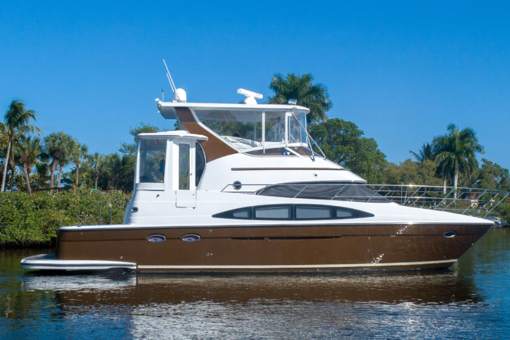 Picture Of: 46' Carver 444 CPMY 2003 Yacht For Sale   1 of 52