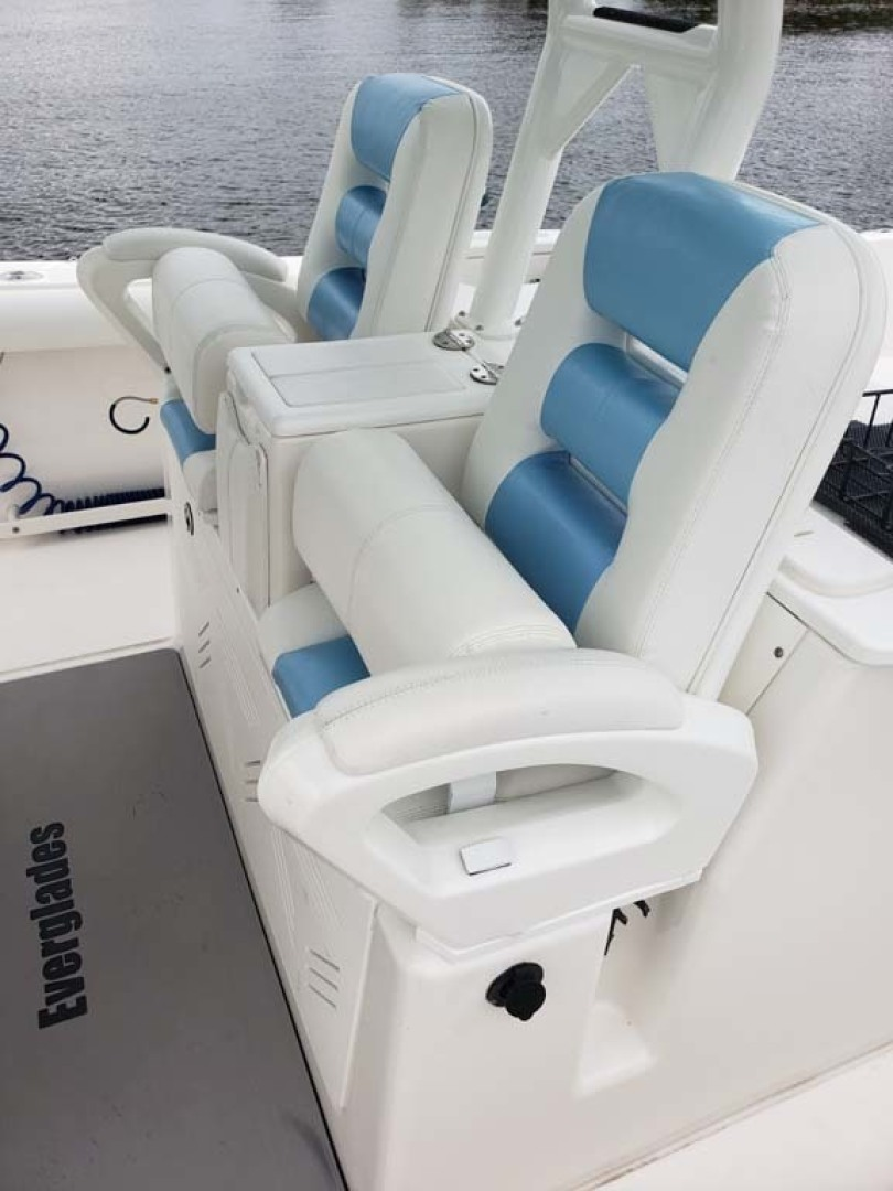 Everglades-350 CC 2011-Sea Predator Palm Beach Gardens-Florida-United States-Two Adjustable Helm Chairs-1359627 | Thumbnail