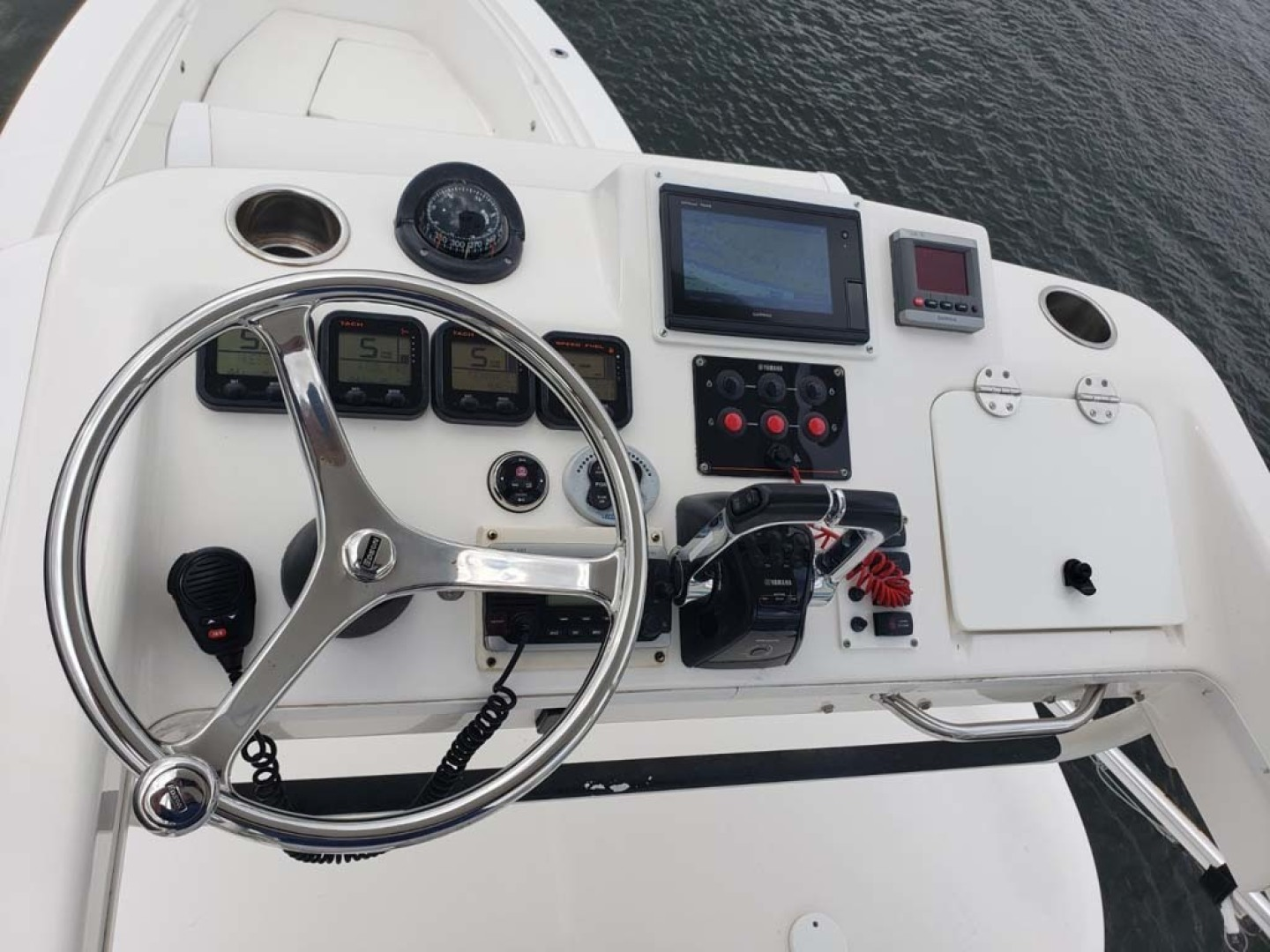 Everglades-350 CC 2011-Sea Predator Palm Beach Gardens-Florida-United States-Helm And Electronics-1359636 | Thumbnail