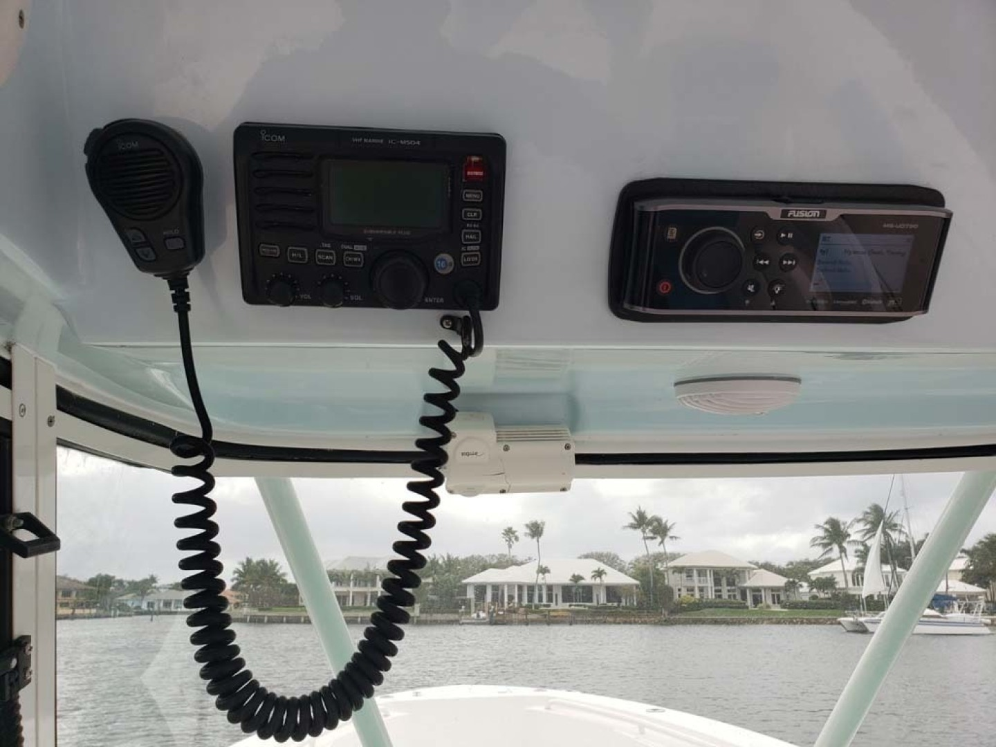 Everglades-350 CC 2011-Sea Predator Palm Beach Gardens-Florida-United States-Icom VHF M504 And Fusion MS UD750-1359624 | Thumbnail