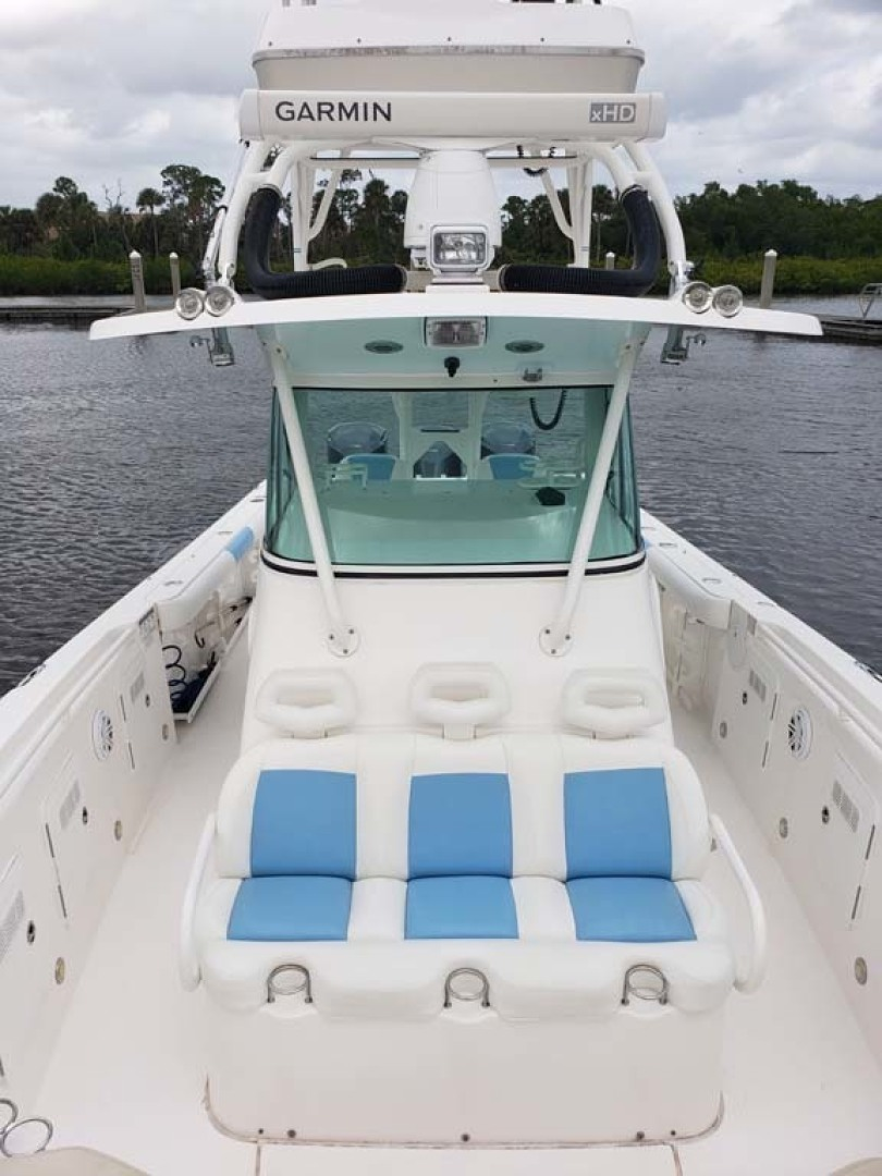 Everglades-350 CC 2011-Sea Predator Palm Beach Gardens-Florida-United States-Center Console Forward Seat-1359616 | Thumbnail