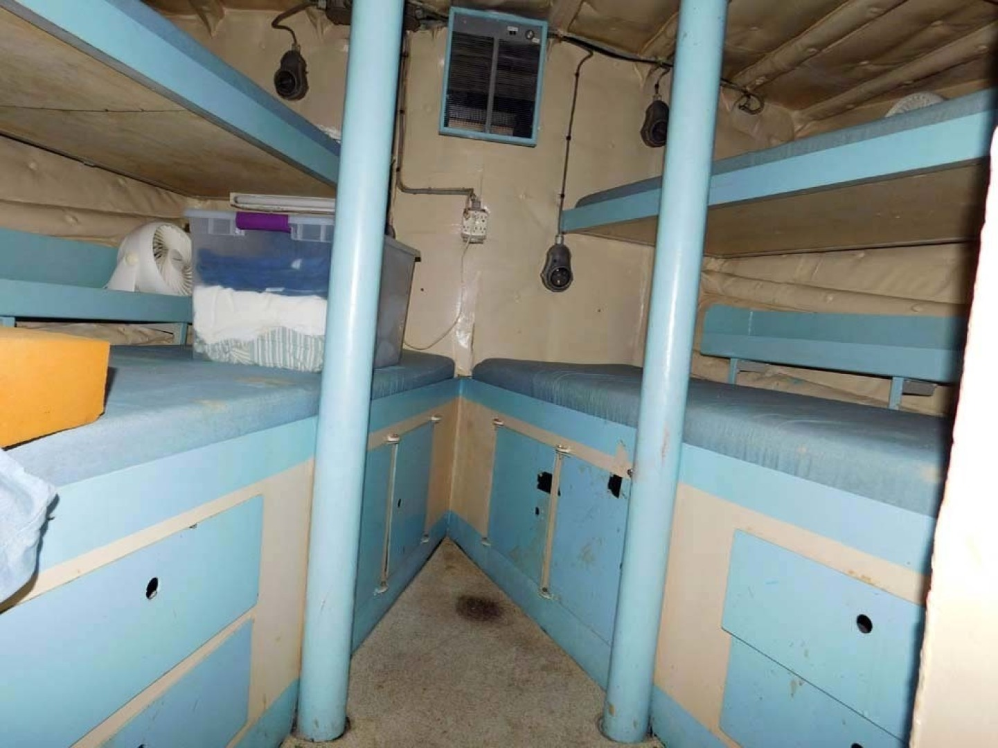 Derecktor-Custom Research Recovery 1976-Damit Janet V Ponce Inlet-Florida-United States-Crew Bunks-1361853 | Thumbnail