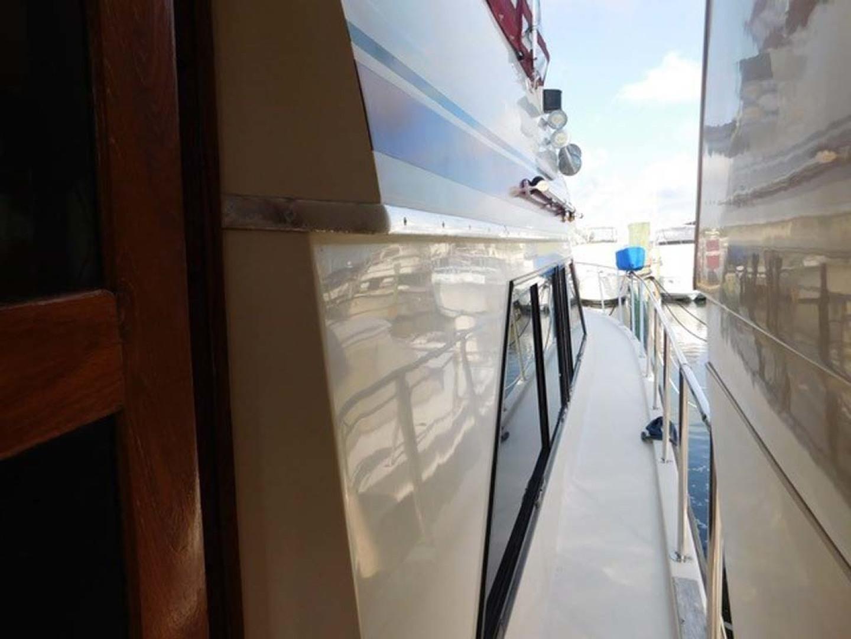 Californian-45 Aft Cabin Motor Yacht 1989-Last Tango Merritt Island-Florida-United States-Starboard Side Walkway-1367171   Thumbnail