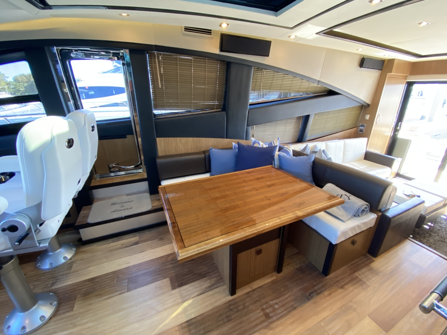 Sea Ray-L650 Express 2016-Cozy Fort Lauderdale-Florida-United States-2016 Sea Ray L650 Dinette-1367652 | Thumbnail