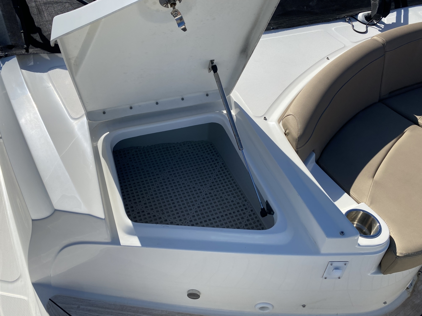 Sea Ray-L650 Express 2016-Cozy Fort Lauderdale-Florida-United States-2016 Sea Ray L650 Storage-1367789 | Thumbnail