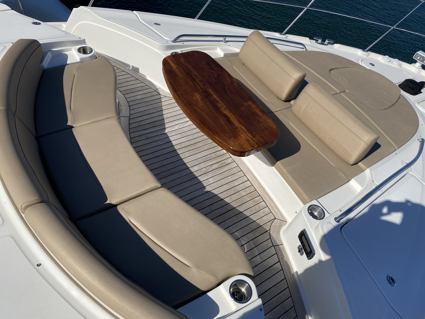 Sea Ray-L650 Express 2016-Cozy Fort Lauderdale-Florida-United States-2016 Sea Ray L650 Bow-1367687 | Thumbnail