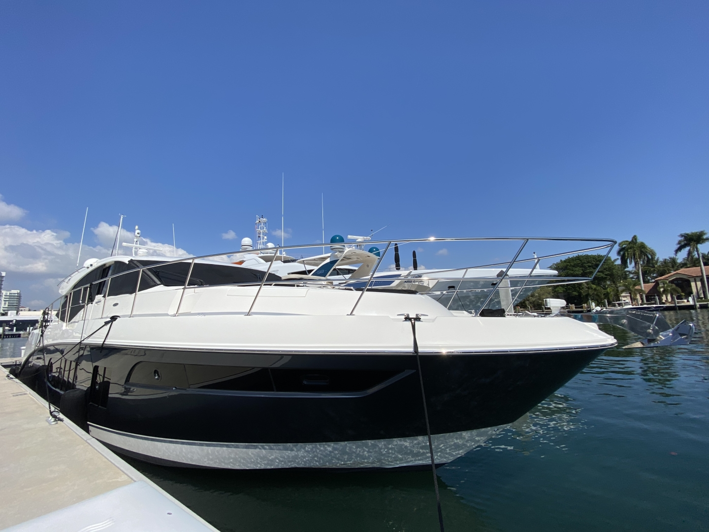 Sea Ray-L650 Express 2016-Cozy Fort Lauderdale-Florida-United States-2016 Sea Ray L650 Stbd Bow-1367786 | Thumbnail