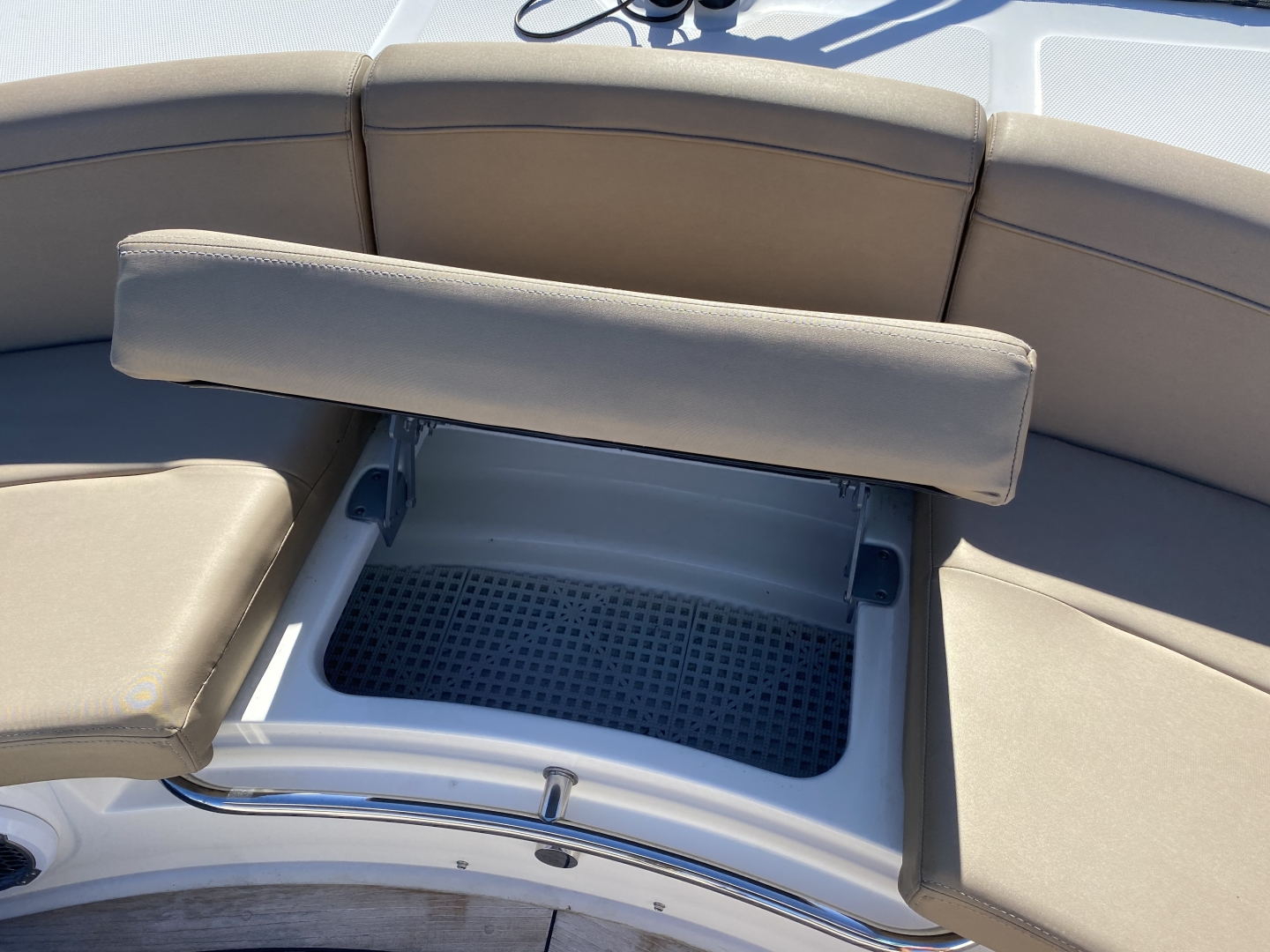 Sea Ray-L650 Express 2016-Cozy Fort Lauderdale-Florida-United States-2016 Sea Ray L650 Bow-1367690 | Thumbnail