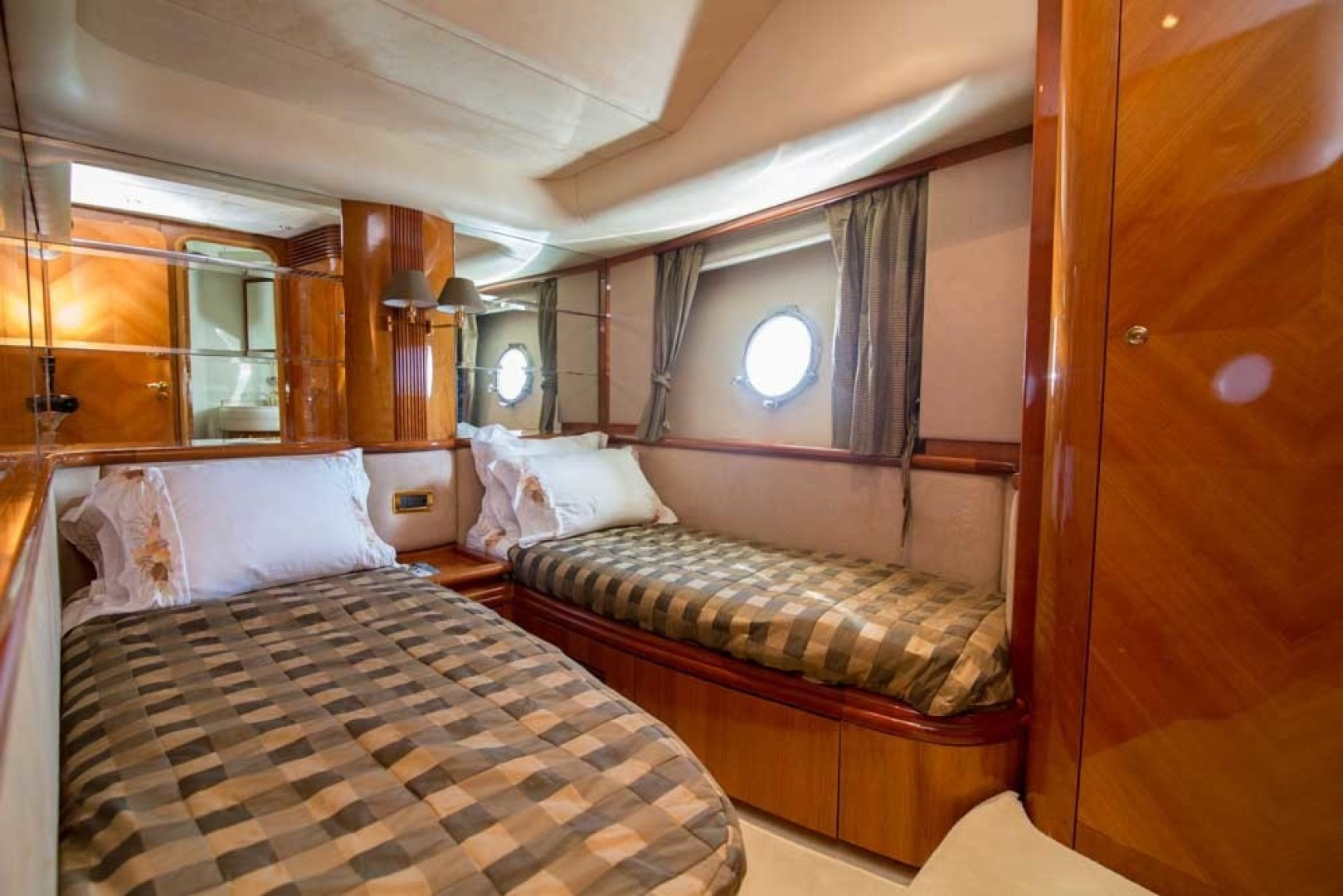 Azimut-Motor Yacht 2001-Enchanted Lady North Palm Beach-Florida-United States-Guest Stateroom, Port-1372173 | Thumbnail