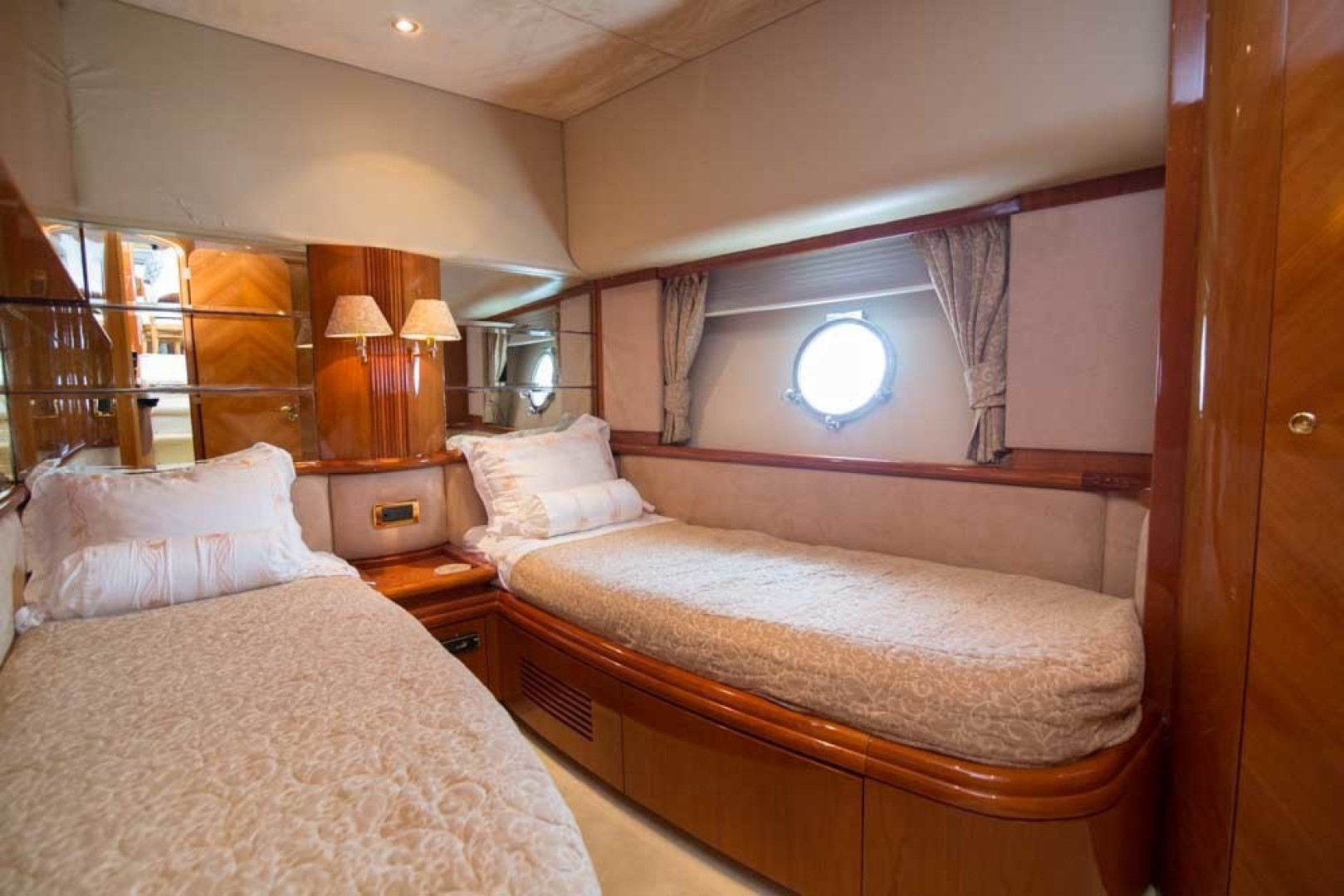 Azimut-Motor Yacht 2001-Enchanted Lady North Palm Beach-Florida-United States-Guest Stateroom, Starboard-1372174 | Thumbnail