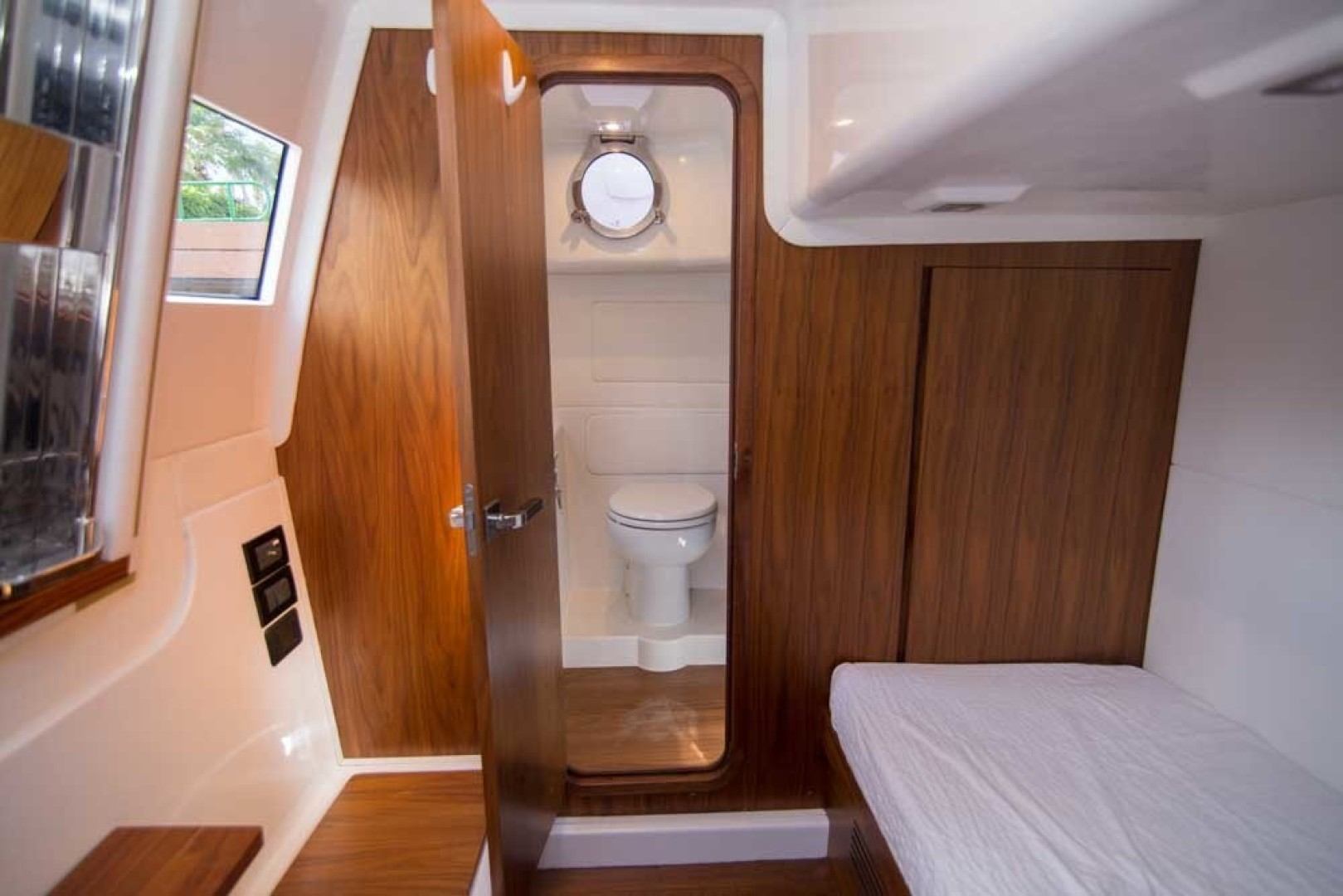 Sundeck-58 Sport 2019-LJ IV Singer Island-Florida-United States-Crew Cabin-1373054 | Thumbnail