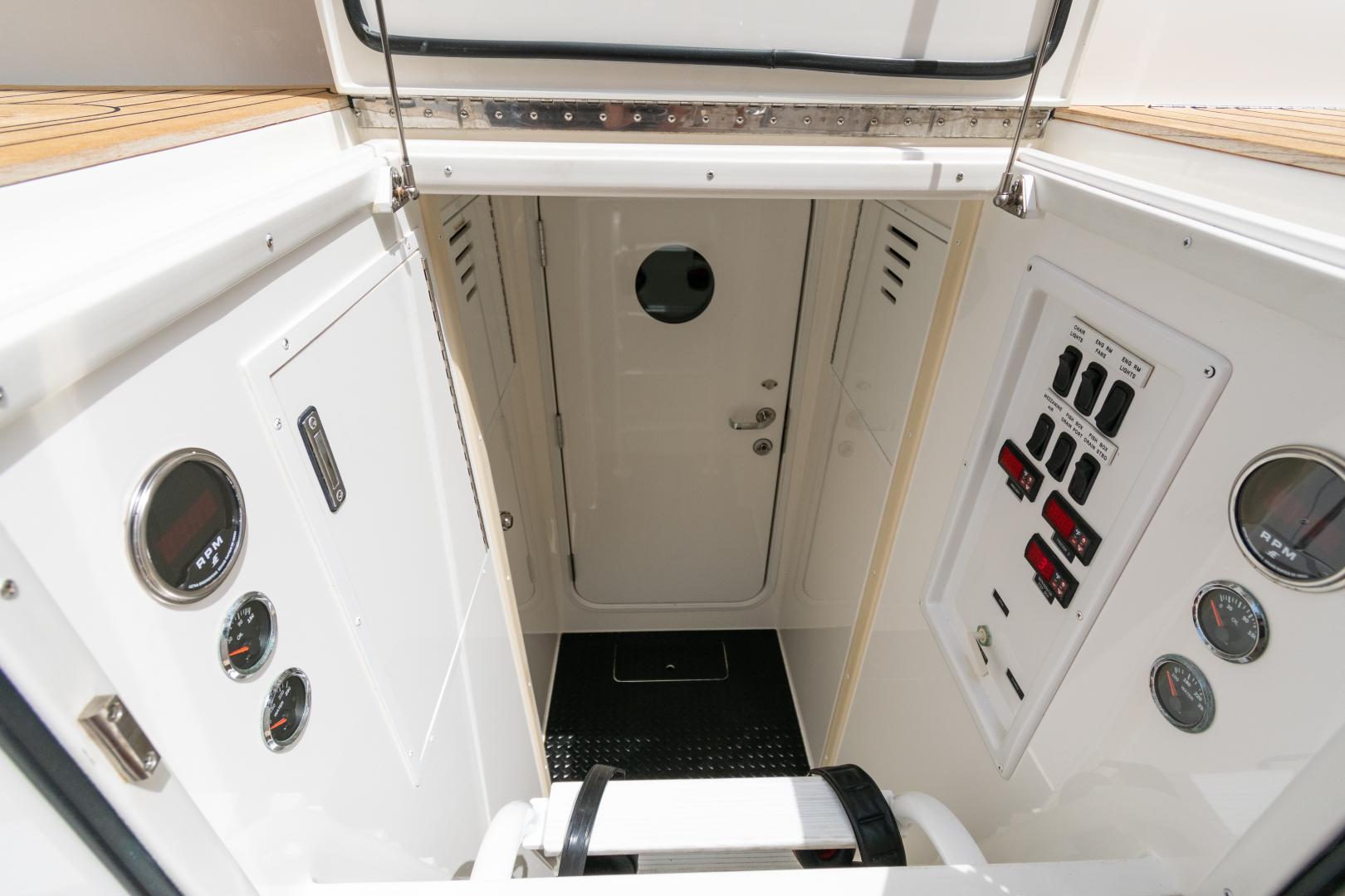 Viking-70 Convertible 2014-Load N Go Port Aransas-Texas-United States-2014 70 Viking Load N Go Cockpit (3)-1380612 | Thumbnail