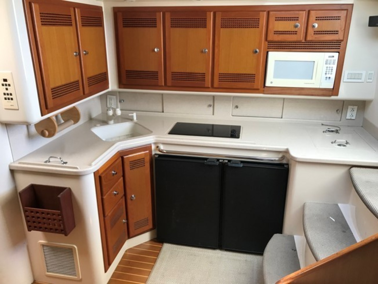 Cabo-45 Express 2000 -United States-45 Cabo Galley-1374781 | Thumbnail