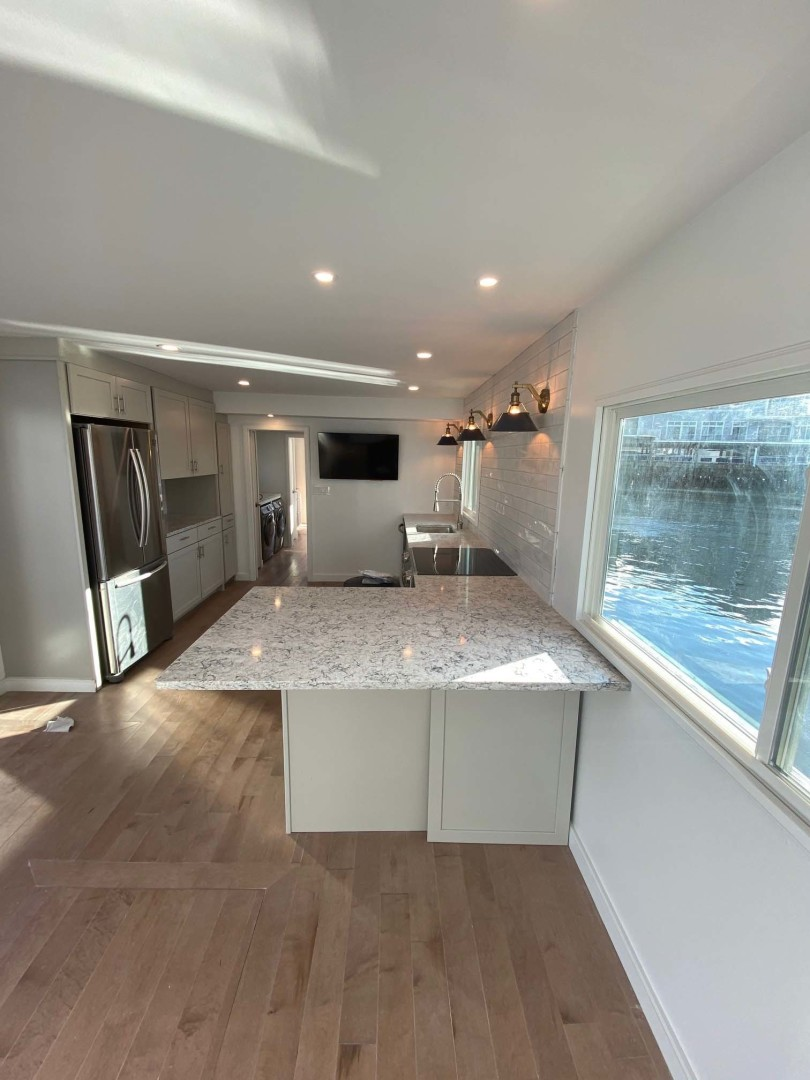 Sumerset-Houseboat 1981 -Charlestown-Massachusetts-United States Large Quartz Dining Counter-1377445 | Thumbnail