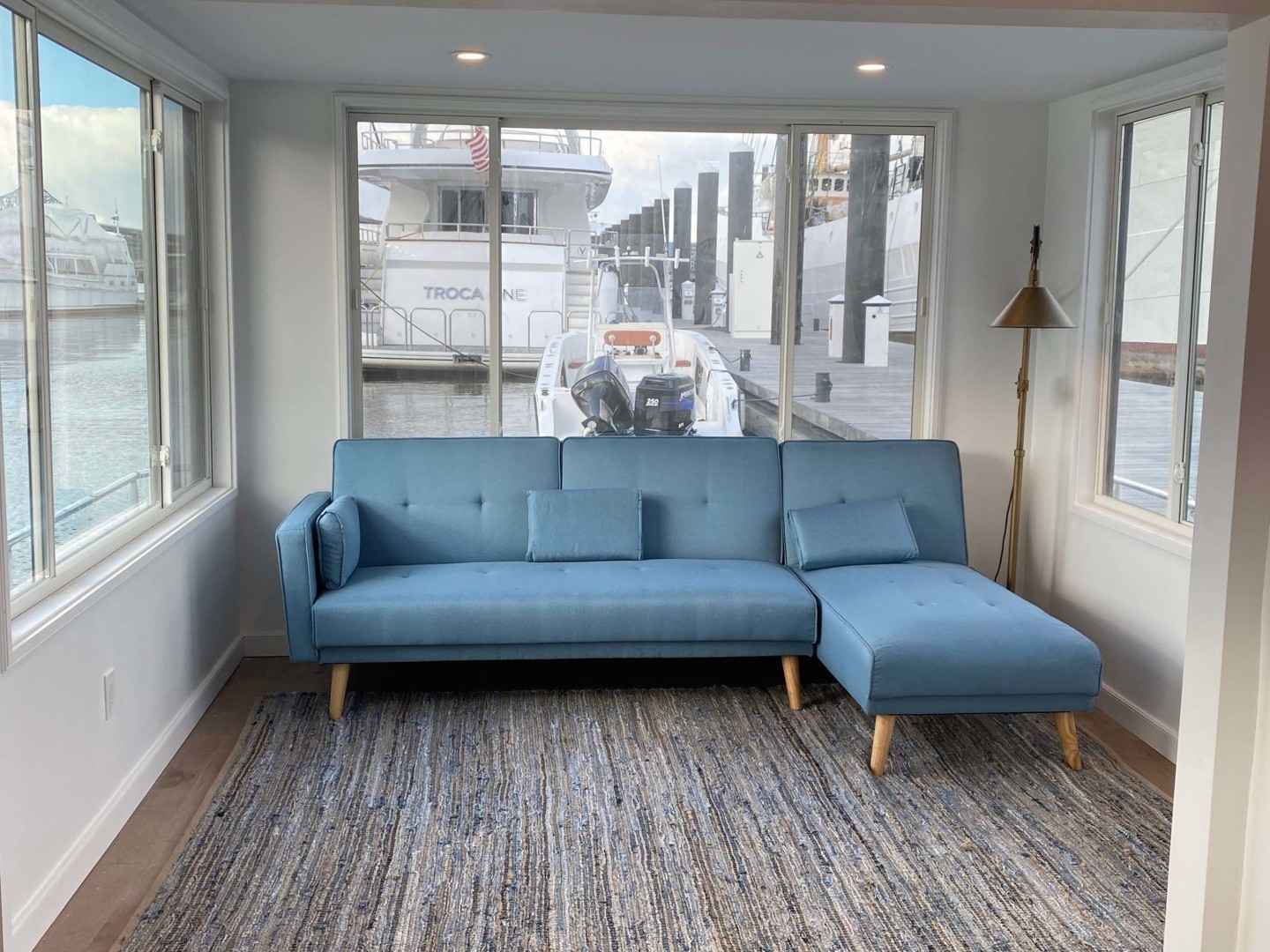 Sumerset-Houseboat 1981 -Charlestown-Massachusetts-United States-Four Season Family Room And Or Guest Room With 270 Degree Views-1377443 | Thumbnail