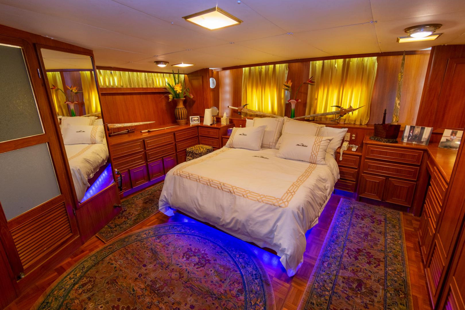 Jefferson-65 Motor Yacht 1989-Moon Palace Galveston-Texas-United States-Jefferson 65 Motor Yacht 1989 Moon Palace-1379146   Thumbnail
