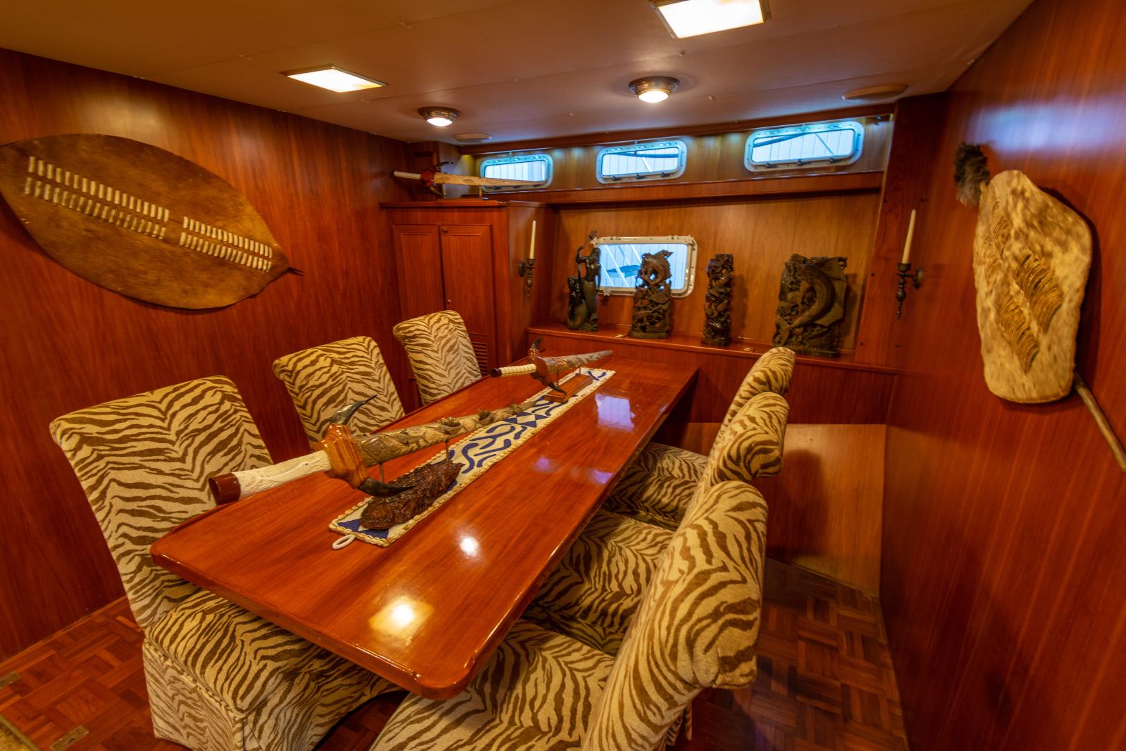 Jefferson-65 Motor Yacht 1989-Moon Palace Galveston-Texas-United States-Jefferson 65 Motor Yacht 1989 Moon Palace Dining-1379123   Thumbnail