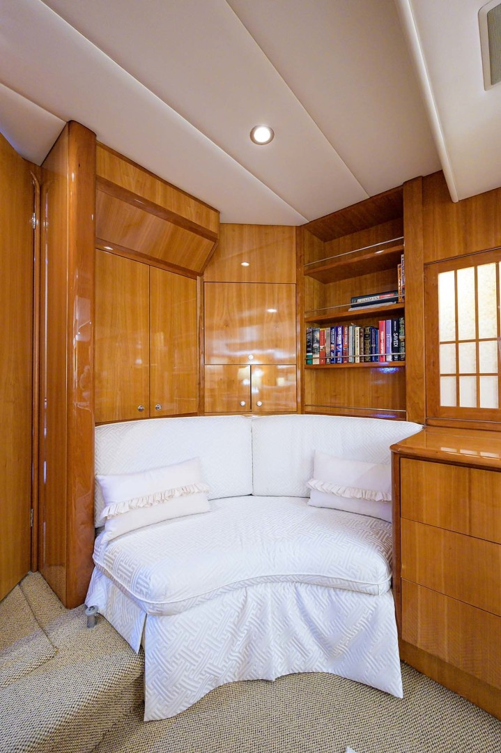 Queenship-Pilothouse Motor Yacht 1996-UNBRIDLED Stuart-Florida-United States-Luxurious Master Stateroom Amidships with Settee Sofa-1383292 | Thumbnail