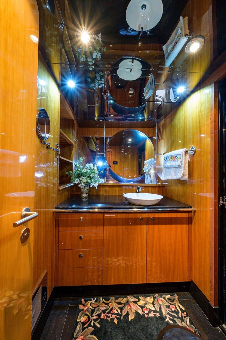 Queenship-Pilothouse Motor Yacht 1996-UNBRIDLED Stuart-Florida-United States-Mirrored Ceilings with Ample Lighting-1383299 | Thumbnail