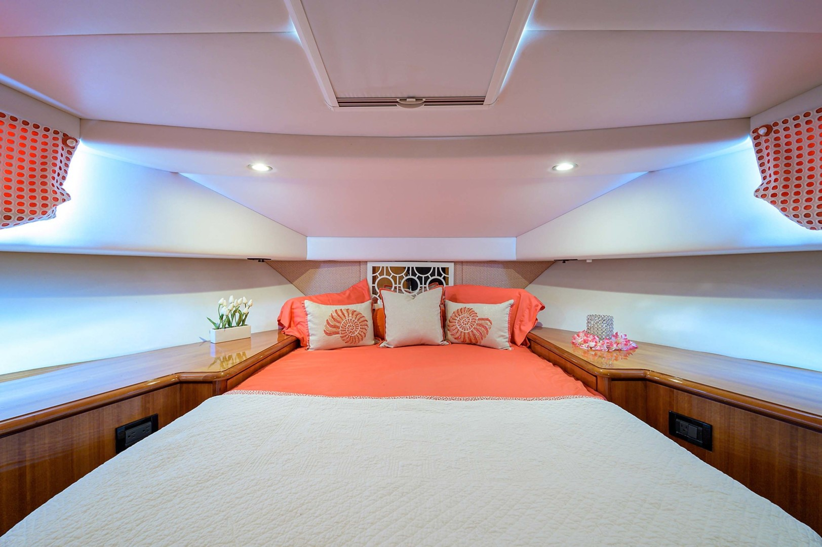 Queenship-Pilothouse Motor Yacht 1996-UNBRIDLED Stuart-Florida-United States-Ample Lighting Throughout and Bomar hatch with Shade-1383304 | Thumbnail