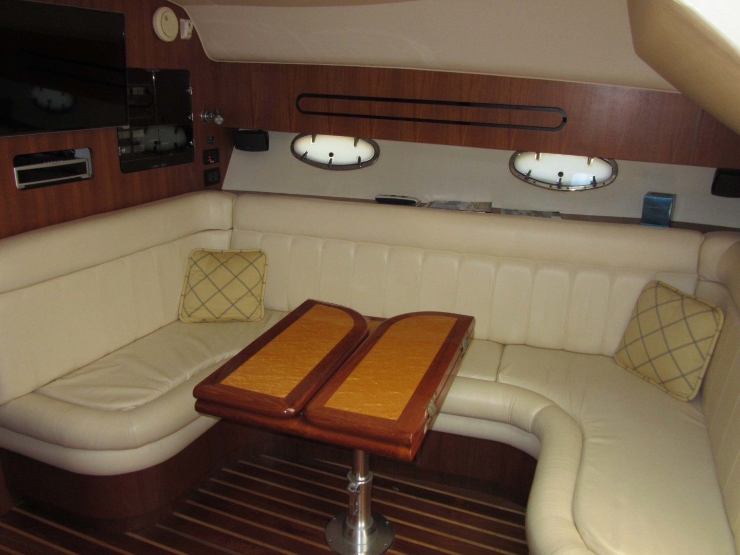 Tiara Yachts-3800 Open 2007-Fast Forward Gulfport-Florida-United States-Salon Table Closed-1392996 | Thumbnail