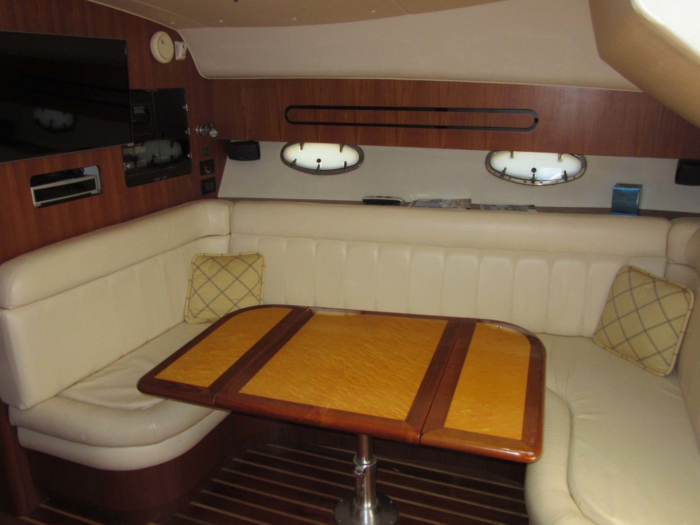 Tiara Yachts-3800 Open 2007-Fast Forward Gulfport-Florida-United States-Salon Table Open-1392997 | Thumbnail