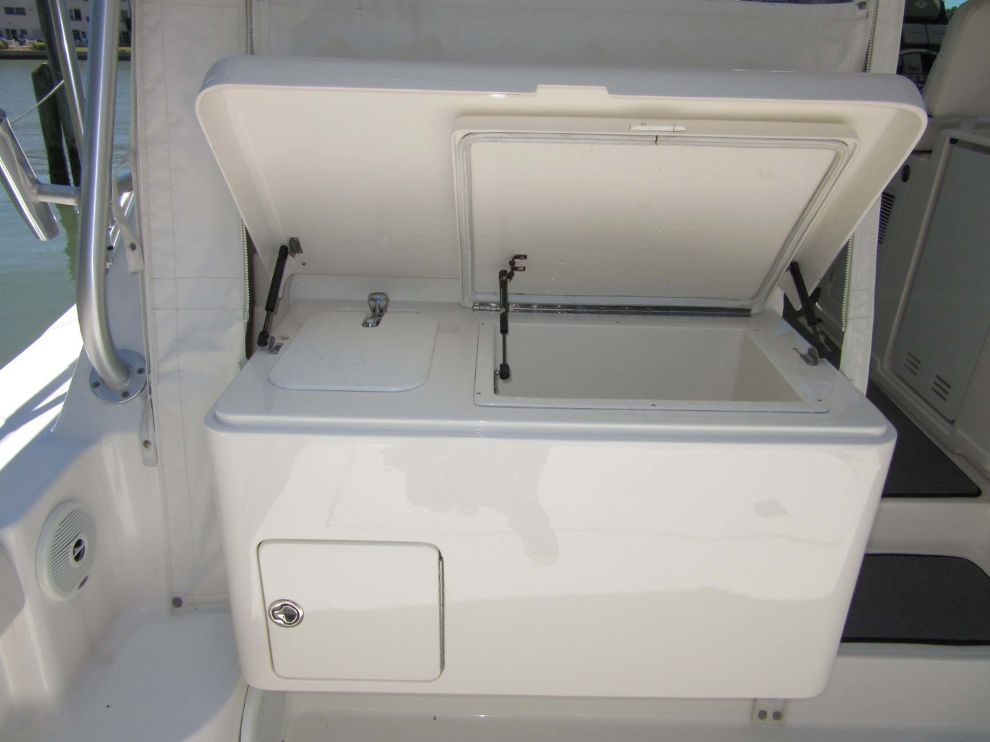 Tiara Yachts-3800 Open 2007-Fast Forward Gulfport-Florida-United States-Optional Freezer And Sink-1393012 | Thumbnail