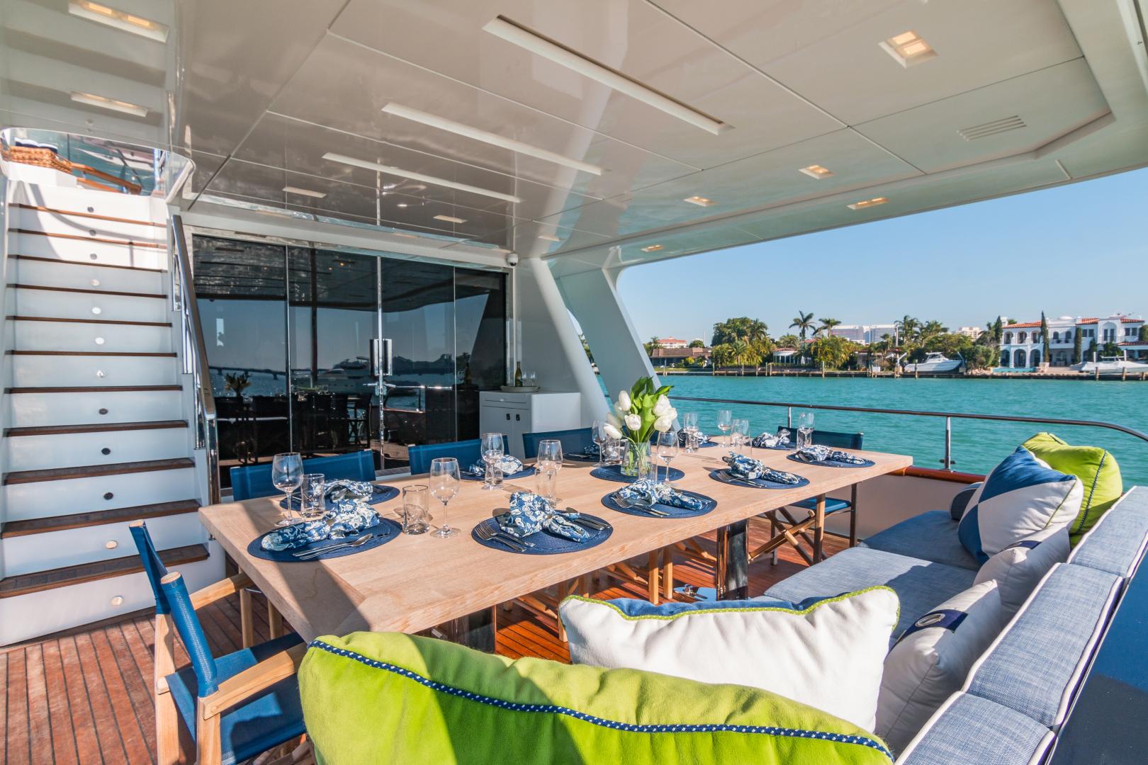 Vicem-Raised Pilot House 2013-MONI FORT LAUDERDALE-Florida-United States-AFT DECK DINING -1394883 | Thumbnail