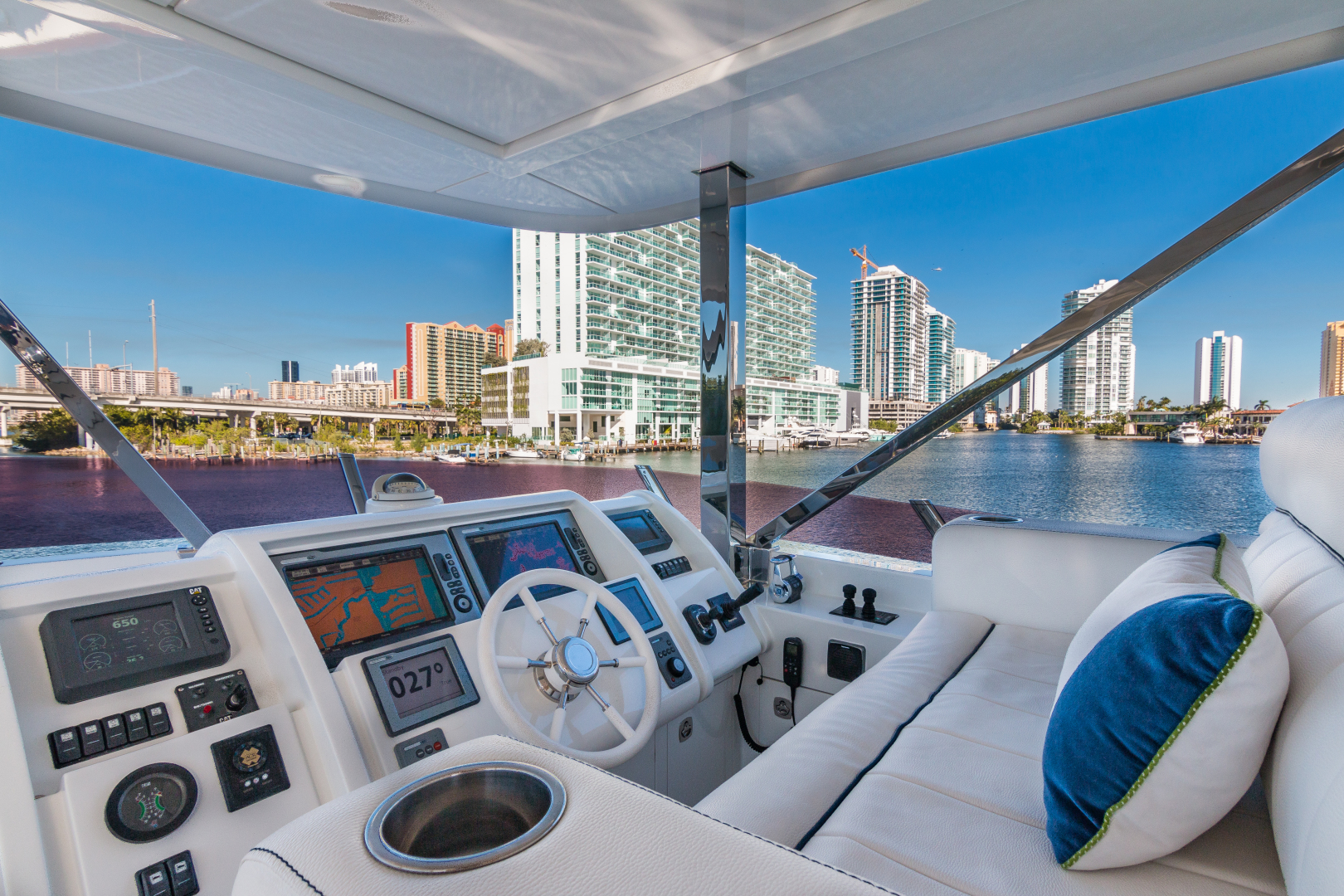 Vicem-Raised Pilot House 2013-MONI FORT LAUDERDALE-Florida-United States-SUN DECK -1394881 | Thumbnail