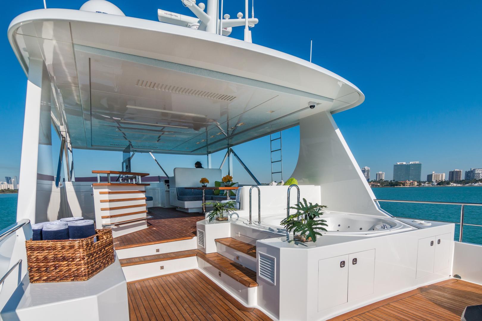 Vicem-Raised Pilot House 2013-MONI FORT LAUDERDALE-Florida-United States-SUN DECK -1394884 | Thumbnail