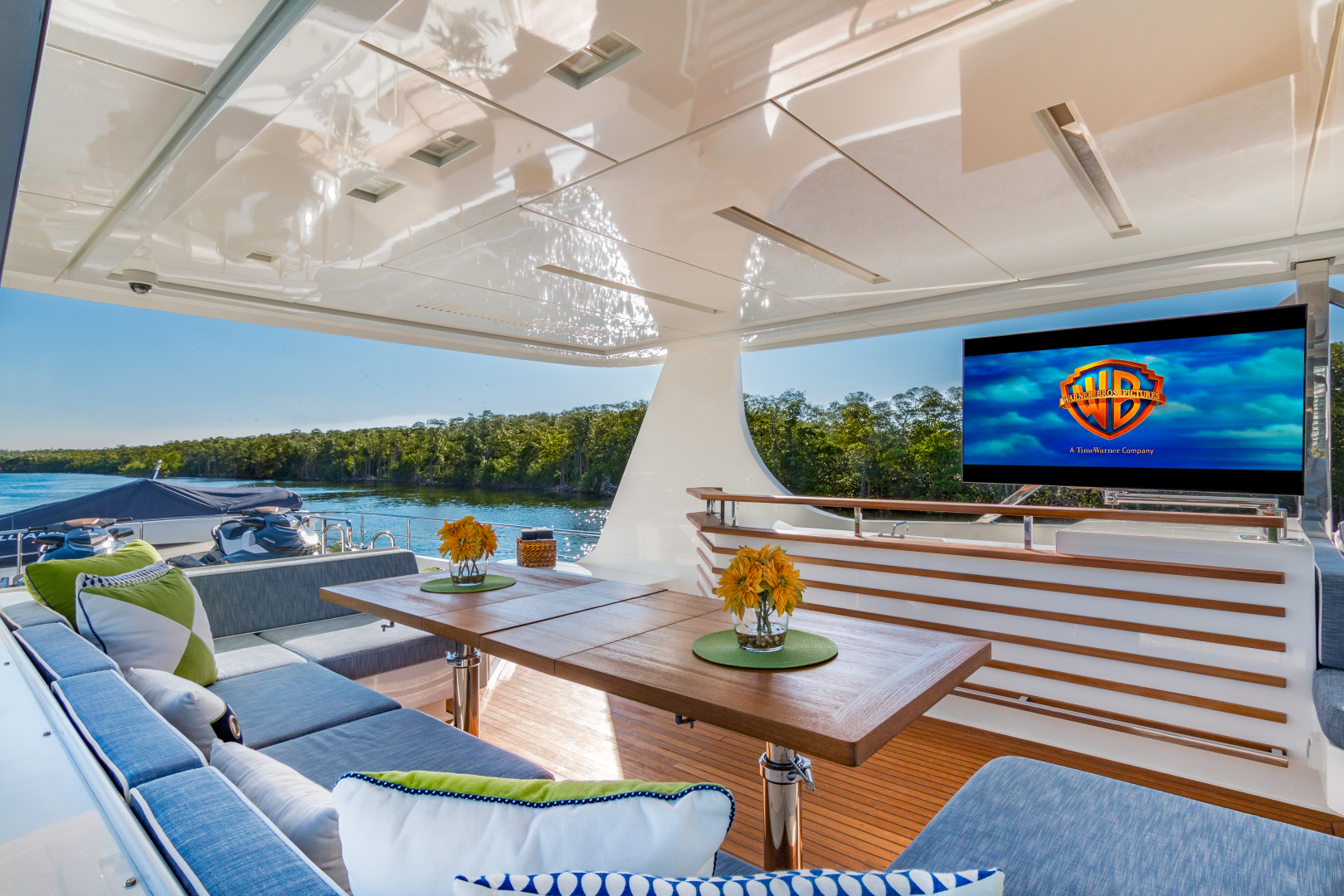 Vicem-Raised Pilot House 2013-MONI FORT LAUDERDALE-Florida-United States-SUN DECK DINING -1394885 | Thumbnail