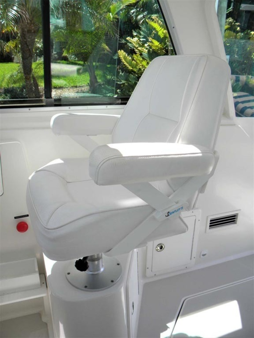 Back Cove-29 2009-Be Well II Vero Beach-Florida-United States-Pilothouse Helm Chair, AC Vent-1399709 | Thumbnail