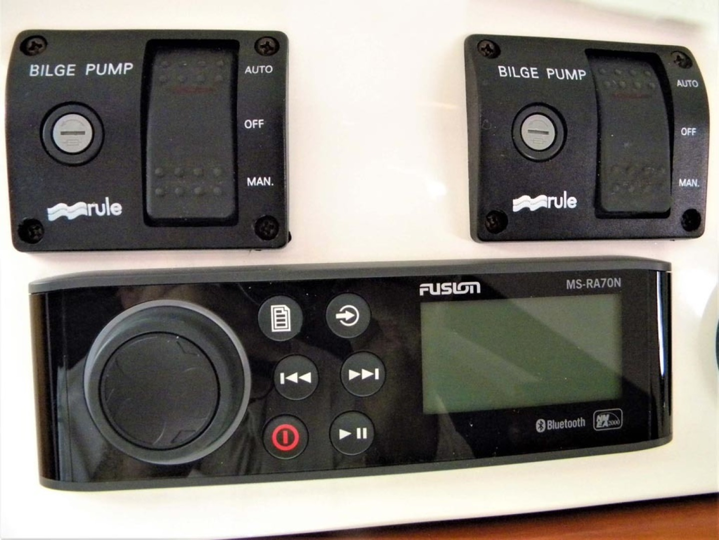 Back Cove-29 2009-Be Well II Vero Beach-Florida-United States-Cabin Bilge Pump Controls   Fusion Radio-1399690 | Thumbnail