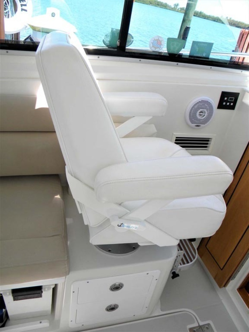 Back Cove-29 2009-Be Well II Vero Beach-Florida-United States-Pilothouse Companion Chair, AC Controls-1399711 | Thumbnail