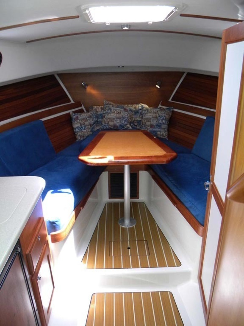 Back Cove-29 2009-Be Well II Vero Beach-Florida-United States-Cabin Interior  Forward-1399686 | Thumbnail