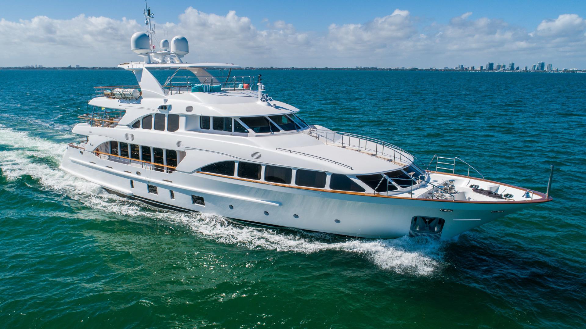 Benetti 2011 -Miami-Florida-United States-1543877 | Thumbnail