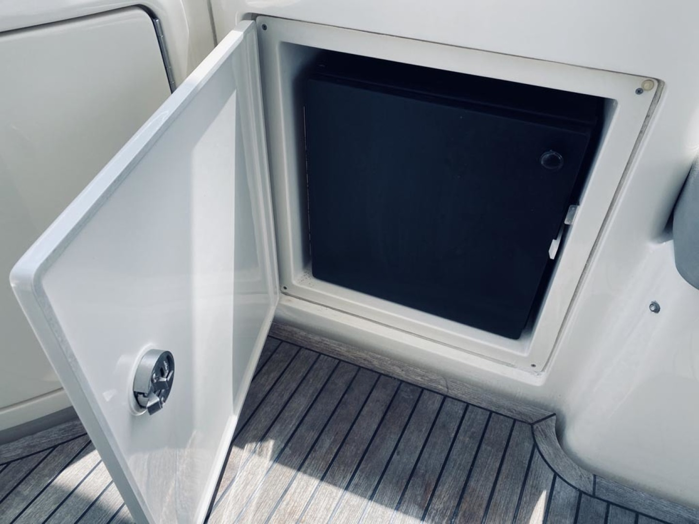 Azimut-43 Flybridge 2007-Wired Up Cape May-New Jersey-United States-Cockpit-1402884 | Thumbnail