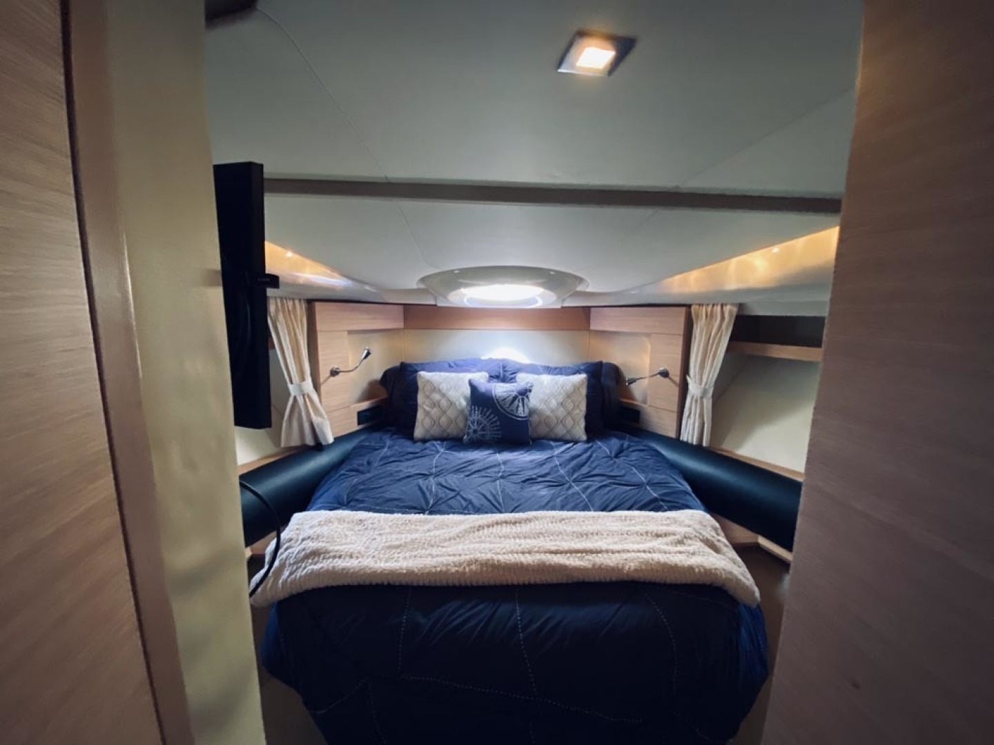 Azimut-43 Flybridge 2007-Wired Up Cape May-New Jersey-United States-Master Stateroom-1457061 | Thumbnail