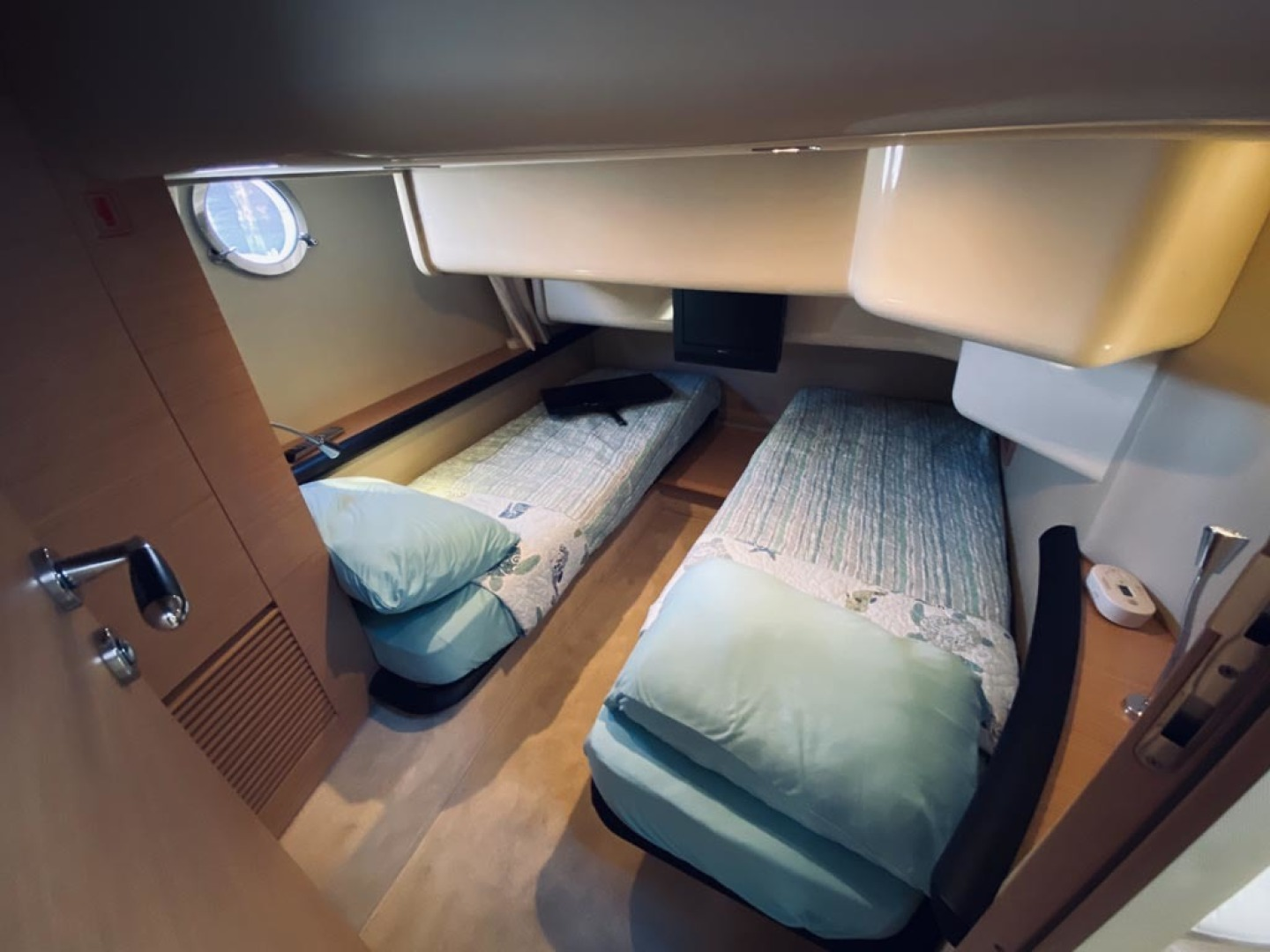 Azimut-43 Flybridge 2007-Wired Up Cape May-New Jersey-United States-Guest Stateroom-1457058 | Thumbnail