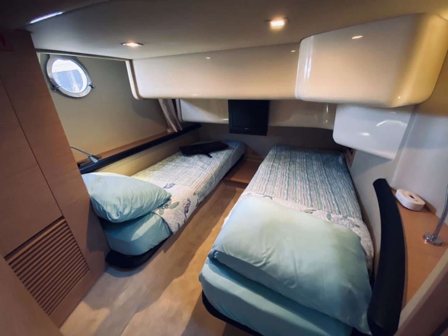 Azimut-43 Flybridge 2007-Wired Up Cape May-New Jersey-United States-Guest Stateroom-1457057 | Thumbnail