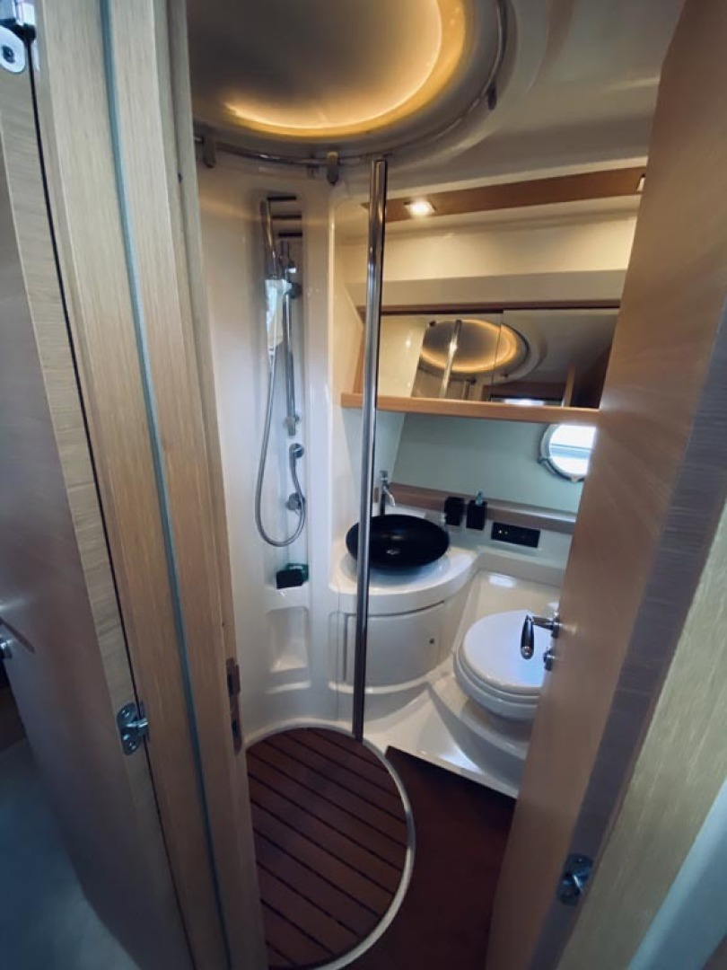 Azimut-43 Flybridge 2007-Wired Up Cape May-New Jersey-United States-Head-1457059 | Thumbnail